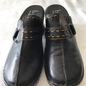 BORN HANDCRAFTED  BLACK LEATHER CLOGS SIZE 6